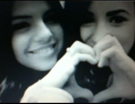 Selena Gomez And Demi Lovato BEST Friends 4EVER <3