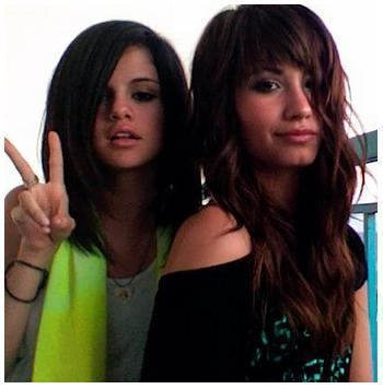 selena gomez dan demi lovato wallpaper containing a portrait titled Selena Gomez and Demi Lovato <3