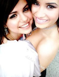 Selena Gomez and Demi Lovato BEST फ्रेंड्स 4EVER <3