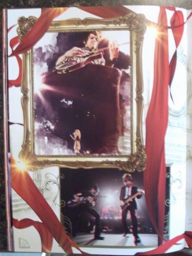 Speak Now World Tour Booklet