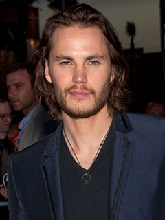 泰勒·克奇 壁纸 with a business suit and a suit called Taylor Kitsch