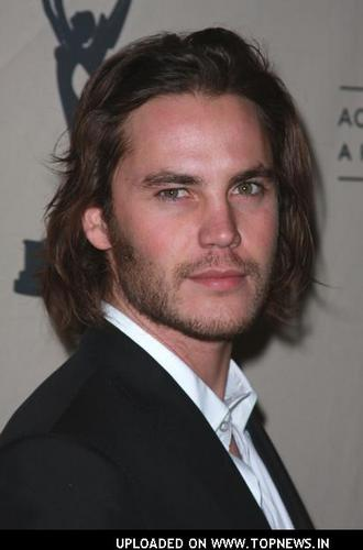 टेलर किश वॉलपेपर with a business suit and a suit entitled Taylor Kitsch