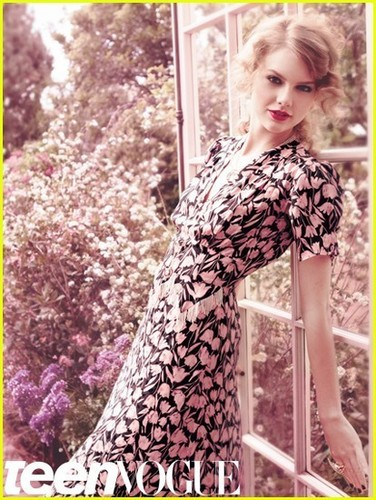 Taylor cepat, swift Covers 'Teen Vogue' August 2011
