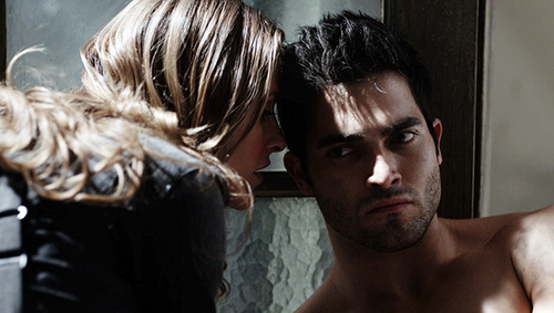 Tyler Hoechlin fond d'écran possibly containing a portrait entitled Teen loup - Derek Hale