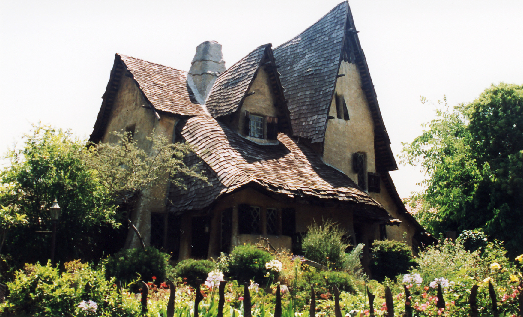 The witch 39 s house random photo 23249896 fanpop for What is a shouse house