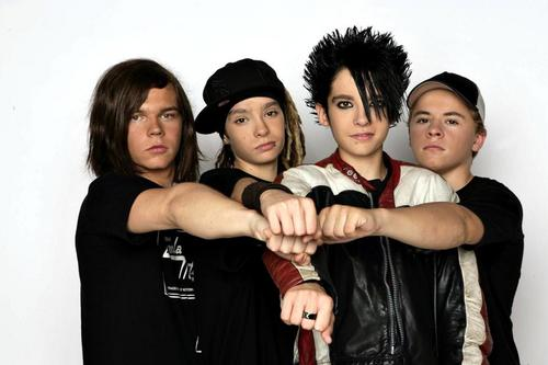 Tokio Hotel 壁紙 possibly containing a bearskin, an outerwear, and a well dressed person titled Tokio Hotel 2005