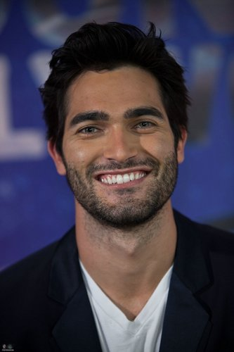 Tyler Hoechlin fond d'écran containing a business suit, a suit, and a three piece suit entitled Visit Young Hollywood Studio