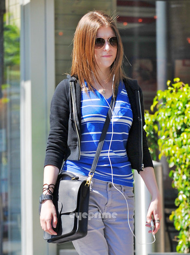 Anna Kendrick Listens to Her iPod in Hollywood, July 1