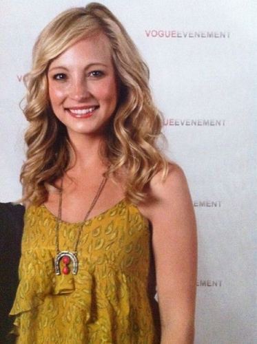 Another foto of Candice at the 'Mystic Love' convention in Nimes! [02/07/11]