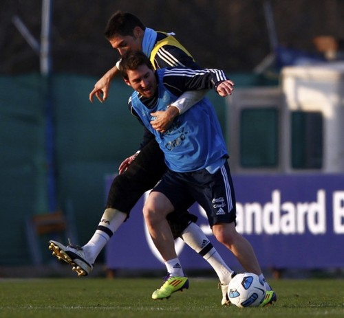 Lionel Andres Messi wallpaper with a fullback called Argentina Training (29 June, 2011)