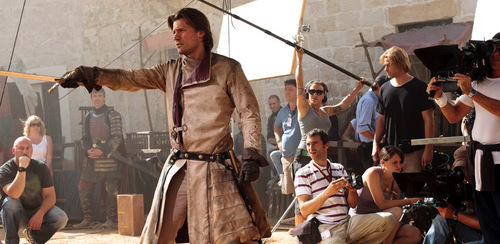Behind the scenes&Bloopers - Page 2 Behind-the-Scenes-jaime-lannister-23339639-500-244