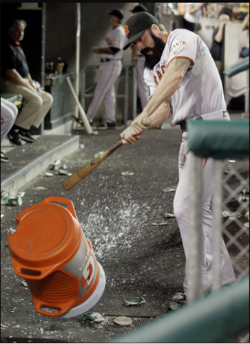 Brian Wilson takes a bat to this poor water 冷却器