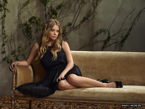 Pretty Little Liars TV دکھائیں پیپر وال possibly with a leotard entitled Cast Promotional Photoshoot №2