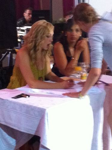 First pics of Candice at the 'Mystic Love' convention in Nimes, France! [02/07/11]