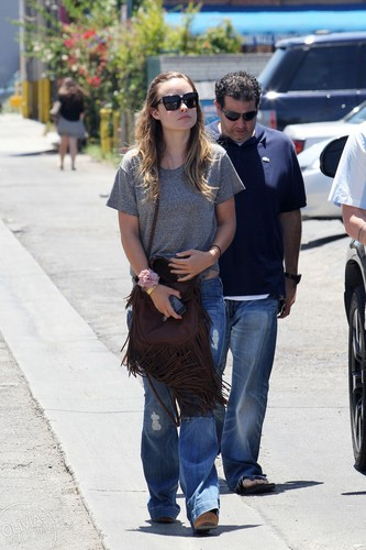 Goes shopping in Hollywood, CA [June 30, 2011]