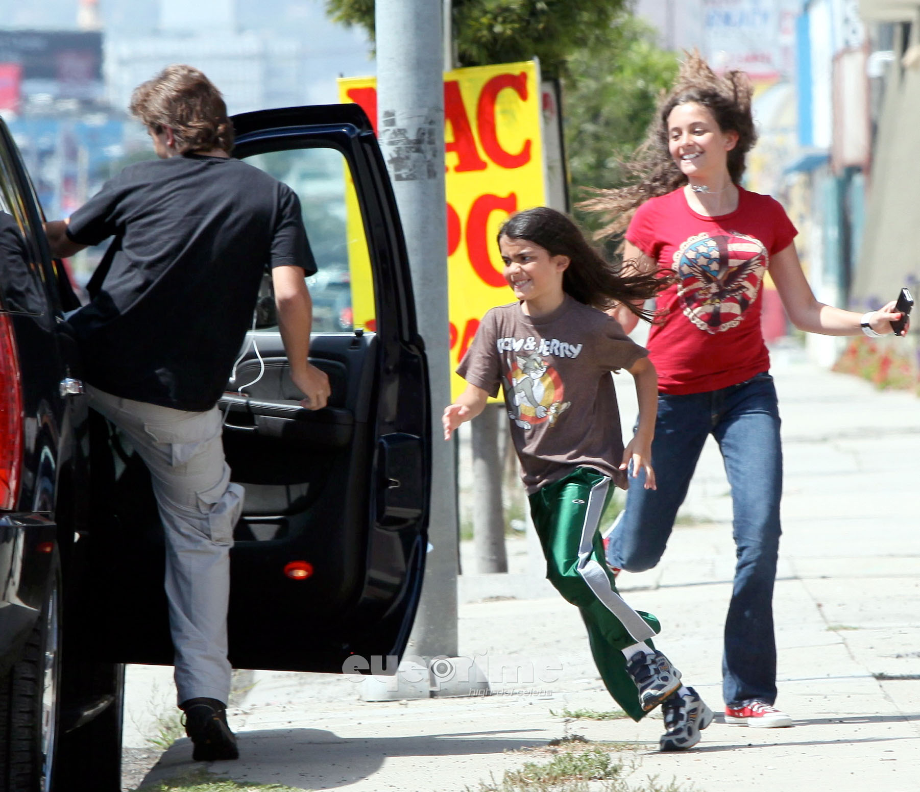 HQ-Prince, Paris and Blanket 6/29/2011 - prince-michael-jackson photo