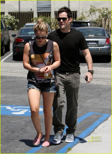 Hilary Duff: Lunch rendez-vous amoureux, date with Mike Comrie!