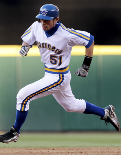 Ichiro-in-Mariners-Throwback-Uniform-bas