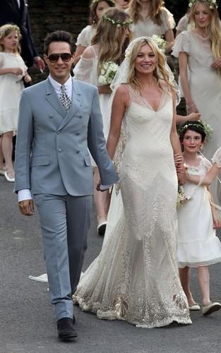 Kate Moss and Jamie Hince on their wedding siku (July 1)