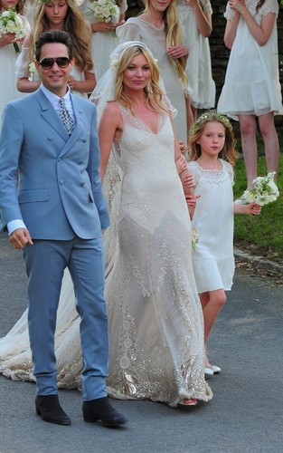 Kate Moss and Jamie Hince on their wedding giorno (July 1)