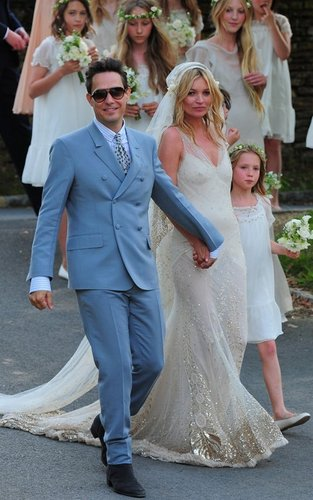 Kate Moss and Jamie Hince on their wedding 일 (July 1)
