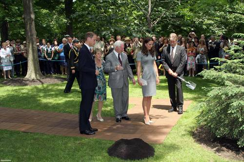 madami mga litrato from the puno planting ceremony at Rideau Hall, Canada! [HQ]