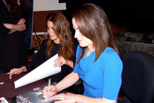 New/old photos of Elizabeth and Nikki promoting Eclipse in Seattle! [2010]