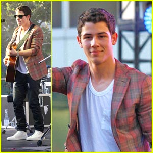 Nick Jonas: At The Grand Openig For The microsoft store (07.01.2011) !!!
