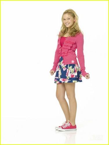 Olivia Holt (Kim)
