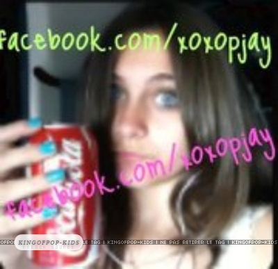 http://images4.fanpop.com/image/photos/23300000/PARIS-SE-PREND-EN-PHOTO-paris-jackson-23320493-400-387.jpg