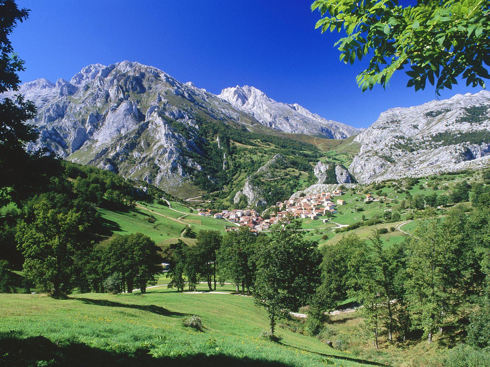 Picos de europa national park asturias spain wallpaper for Cantabria homes