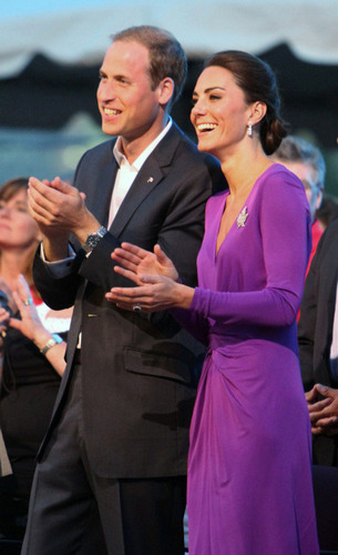 Prince William & Catherine attend a konser in Canada