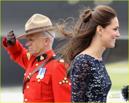 Prince William & Kate: Ottawa Landing