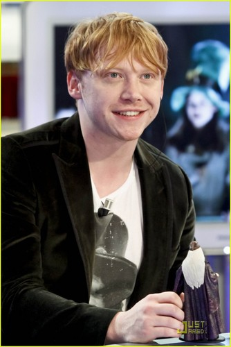 Rupert Grint Re-Enacts 'Harry Potter' with Dolls!