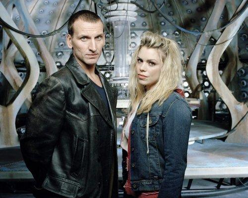 Season 1 Cast Promotional चित्रो