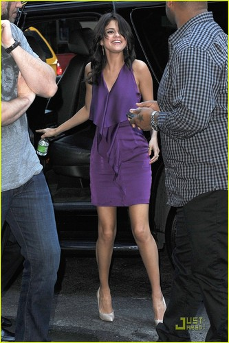 Selena Gomez & Justin Bieber: Armani Exchange Shopping Trip!