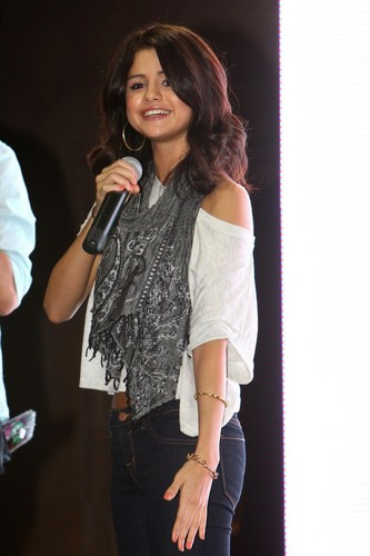 Selena - Monte Carlo Mall Tour @ গুল্মবিশেষ Park Place Mall - June 27, 2011