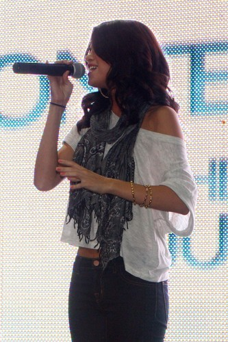 Selena - Monte Carlo Mall Tour @ Laurel Park Place Mall - June 27, 2011