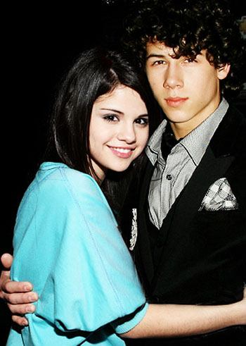 Nick Jonas  Selena Gomez Kissing on Selena And Nick   Selena Gomez Photo  23368741    Fanpop Fanclubs