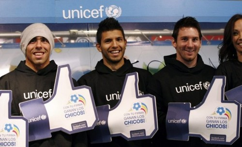 Sergio Agüero, Carlos Tevez and Leo Messi for Unicef (24.06.11)