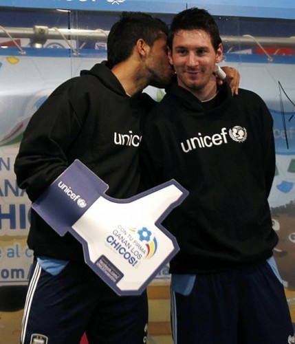 Sergio Agüero, Carlos Tevez and Leo Messi for Unicef (24.06.11)