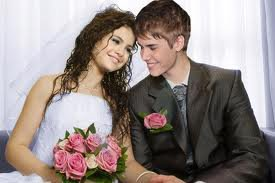 WOW SELENA IS MARRIED