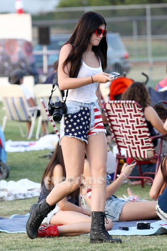 Kylie Jenner spends the 4th of July out with Friends in Calabasas.