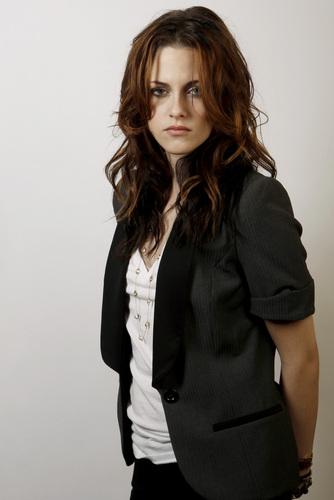 Kristen Stewart fond d'écran with a well dressed person titled 2008: Matt Sayles Portraits