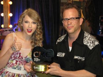 Accepting her CMC âm nhạc Award
