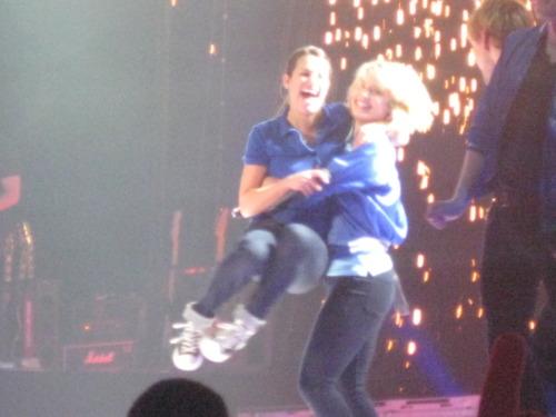 Achele Glee Live Tour 2011 ♥
