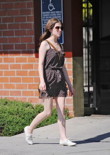 Anna Kendrick walking in L.A!