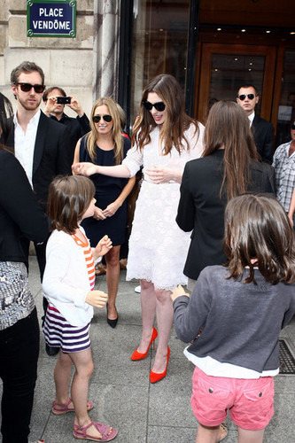Anne Hathaway and Adam Shulman ভান্দার at Chopard