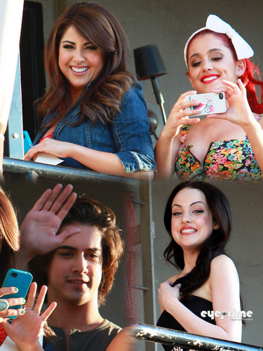 Ariana, Liz & other Victorious cast