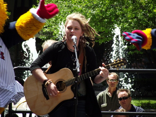 Assorted Crystal Bowersox foto's